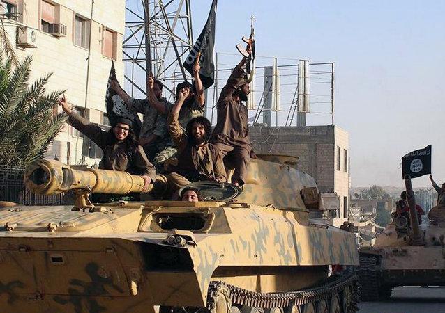 Militantes del grupo terrorista Estado Islámico (archivo)