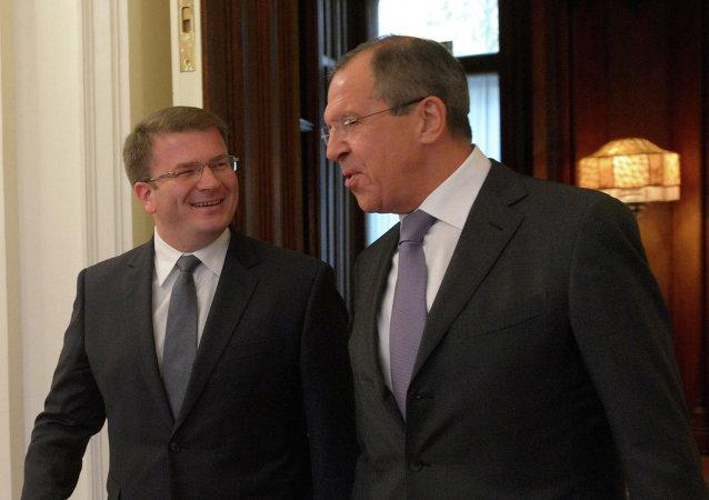 Ministro de Exteriores de Osetia del Sur, David Sanakoev y ministro de Exteriores de Rusia, Serguéi Lavrov (Archivo)
