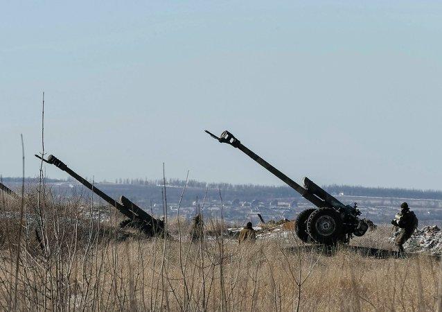 Militares ucranianos armados en Debáltsevo