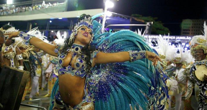 La polémica rodea al millonario carnaval de Brasil