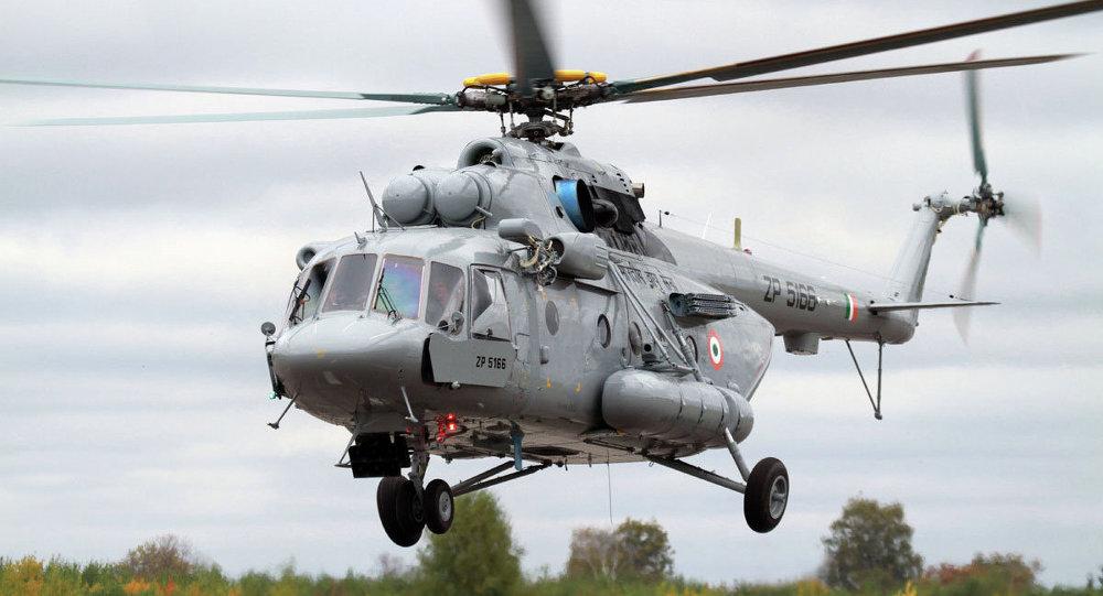 Nuevo helicóptero de transporte Мi-17V-5, uno de los que fueron presentados en la exposición Aero India 2015
