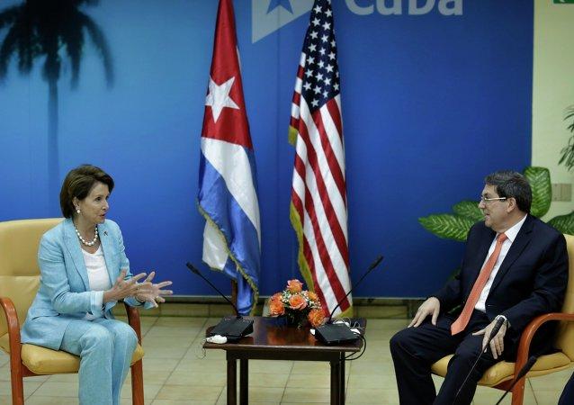 Congresista demócrata de EEUU Nancy Pelosi y ministro de Relaciones Exteriores de Cuba Bruno Rodriguez