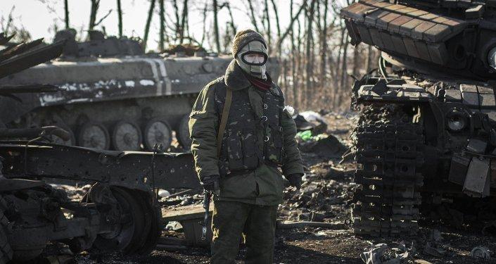 Miliciano de la República Popular de Donetsk, en las inmediaciones de Debáltsevo