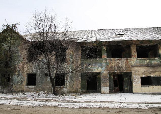 Edificio destruido en el este de Ucrania
