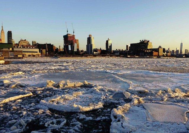 Río Hudson helado en Nueva York