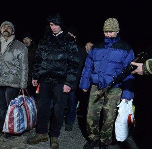"""""""Todos por todos"""". Intercambio de prisioneros en las cercanías de Donetsk"""