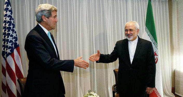 Secretario de Estado de EEUU, John Kerry y ministro de Exteriores de Irán, Jafar Zarif