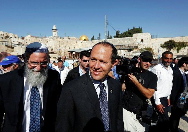Alcalde de Jerusalén, Nir Barkat, camina despues de rezar en la Ciudad Vieja de Jerusalén (archivo)