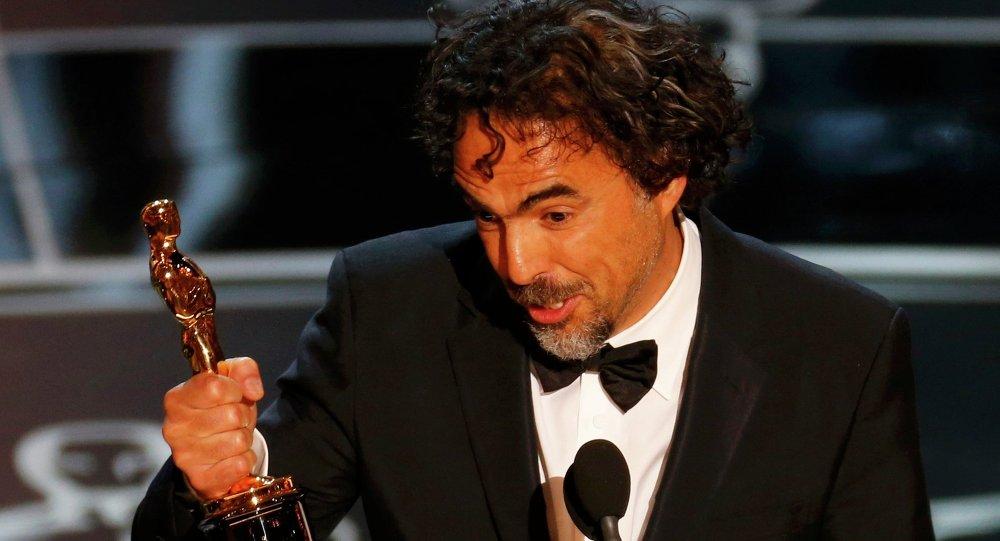 Alejandro González Iñárritu acepta el Oscar al mejor director por su película 'Birdman'