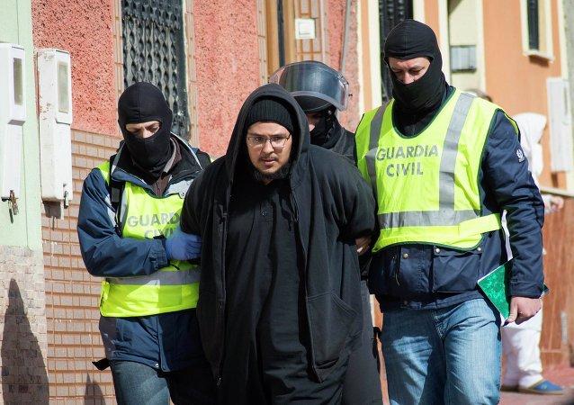 La policía española detiene a dos integrantes de una red de captación del EI