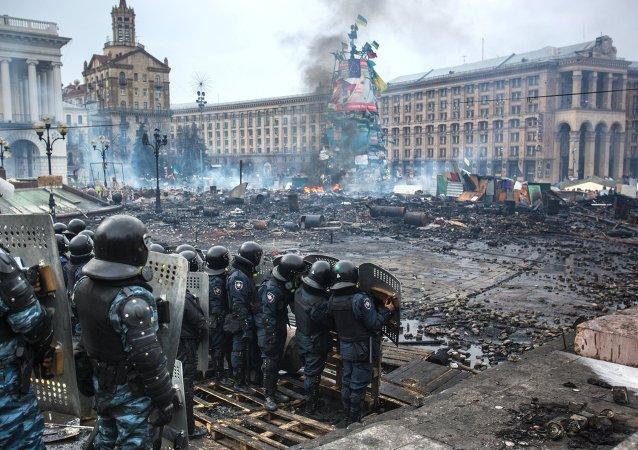 Los policías ucranianos en el Maidán en Kiev en febrero 2014 (archivo)
