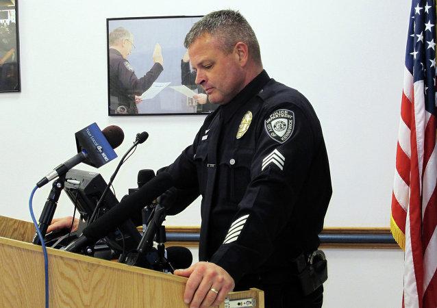 Portavoz del Departamento de Policía de Kennewick, Ken Lattin habla con los periodistas