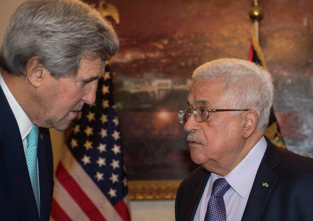 Secretario de Estado de EEUU, John Kerry y presidente de Palestina, Mahmud Abás