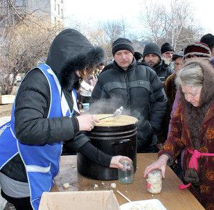 Distribución de comida en Debaltsevo
