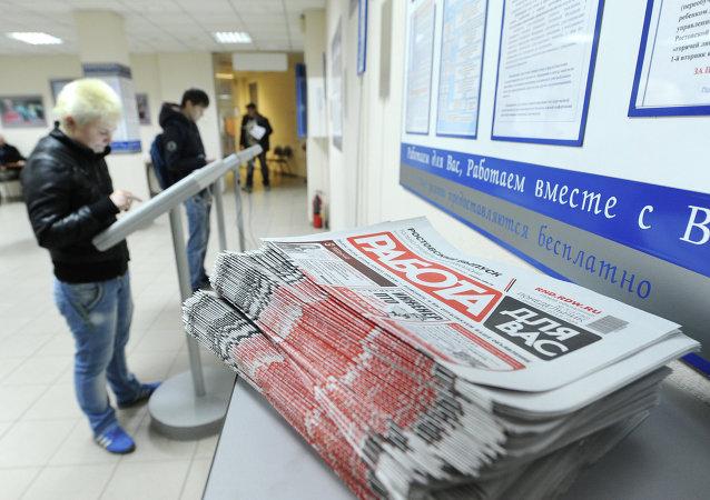 Hasta 20.000 rusos engrosan cada semana las listas del paro