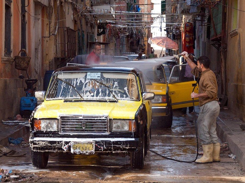 Automóviles rusos en Alejandría, Egipto