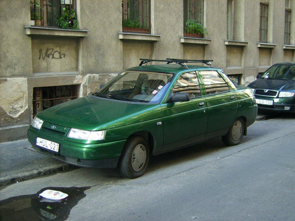 Un Lada 110 en una calle de Budapest, Hungría