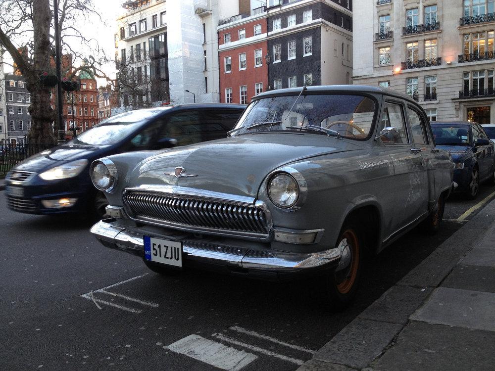 Un Volga soviético en una de las calles de Londres