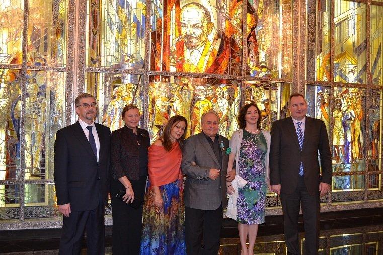 Frank Fernández, pianista y compositor cubano (en el centro)
