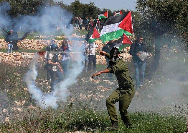 Protestaban contra la ocupación israelí de su pueblo, Bil'in, situado a 12 kilómetros de Ramala, en Cisjordania