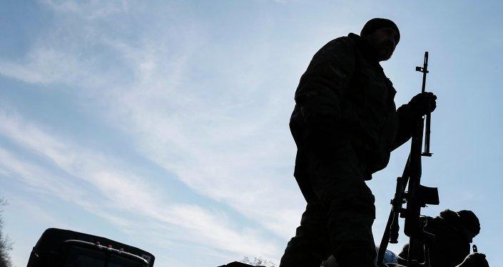 Soldado ucraniano en el este de Ucrania