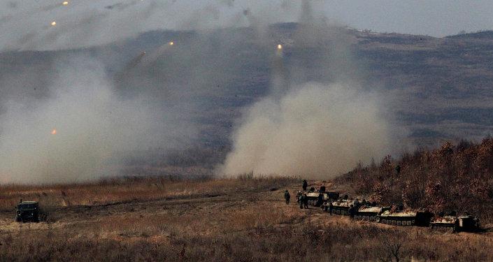 Las maniobras de las unidades de artillería de Rusia en la región de Primorie