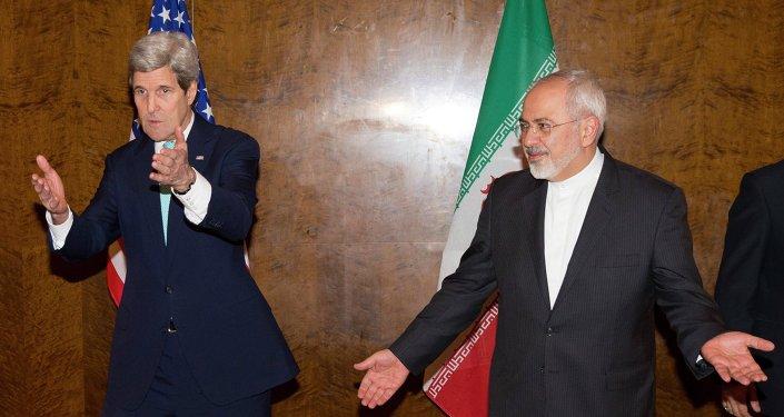 John Kerry, secretario de Estado de EEUU, con su homólogo iraní,  Mohammad Javad Zarif