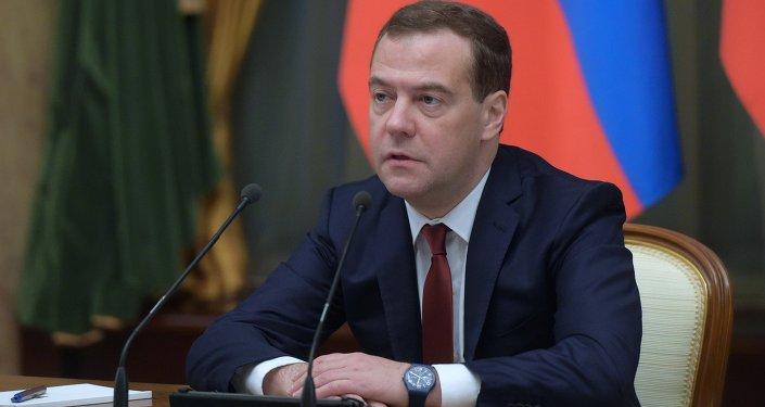 Dmitri Medvédev, primer ministro de Rusia,