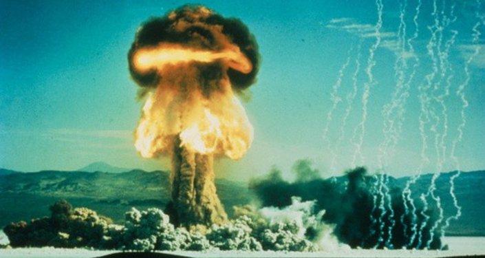 Hongo del proyectil Grable disparado con el cañón atómico