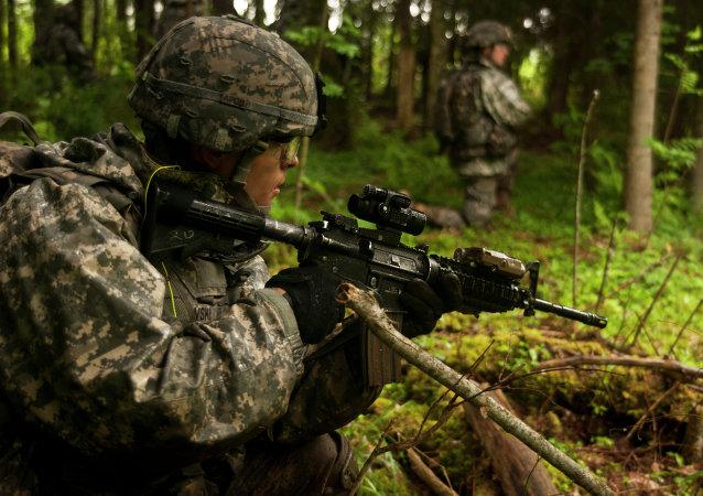 Soldado estadounidense en Estonia (Archivo)