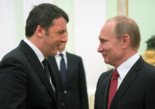 Matteo Renzi, primer ministro italiano y presidente de Rusia, Vladímir Putin (archivo)