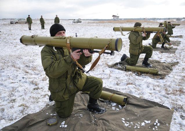 Militares ucranianos durante los ejercicios en el oeste de Ucrania