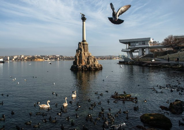 Vista del monumento dedicado a los barcos hundidos, Sevastópol