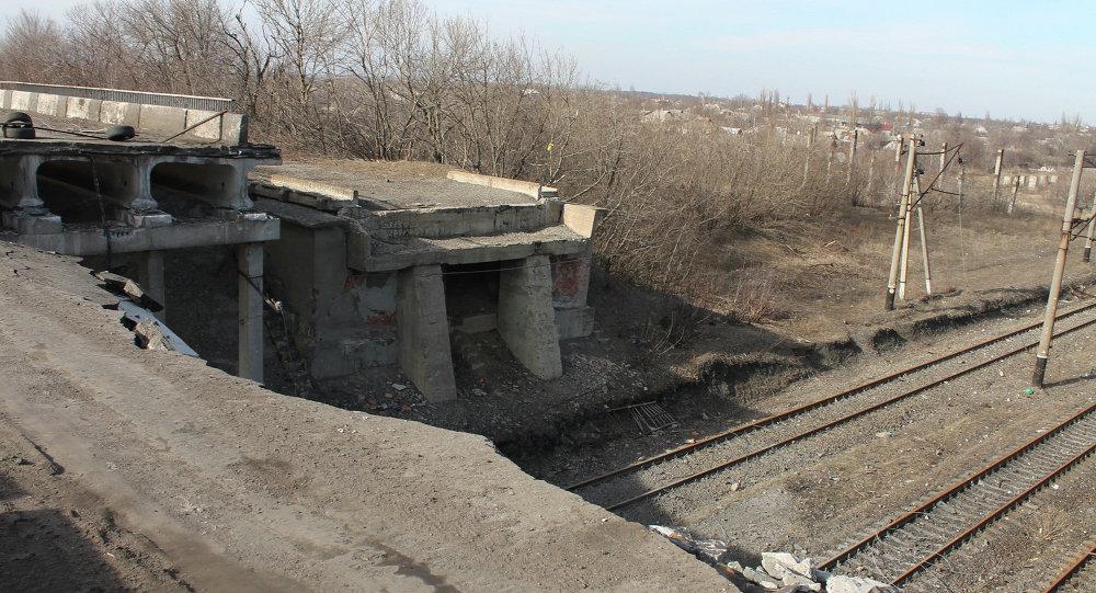 Puente destruido en Debáltsevo