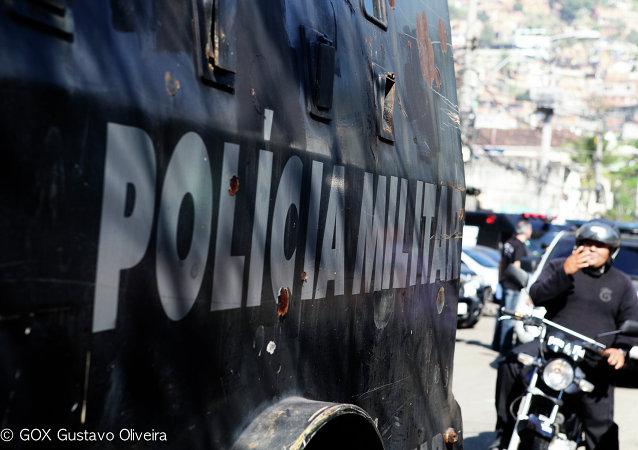 Enfrentamientos entre manifestantes y policía frente al Congreso Nacional de Brasil