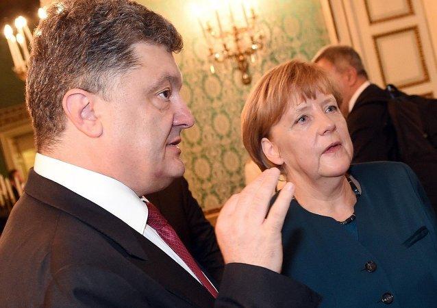 Presidente de Ucrania, Petró Poroshenko y canciller de Alemania, Angela Merkel (archivo)