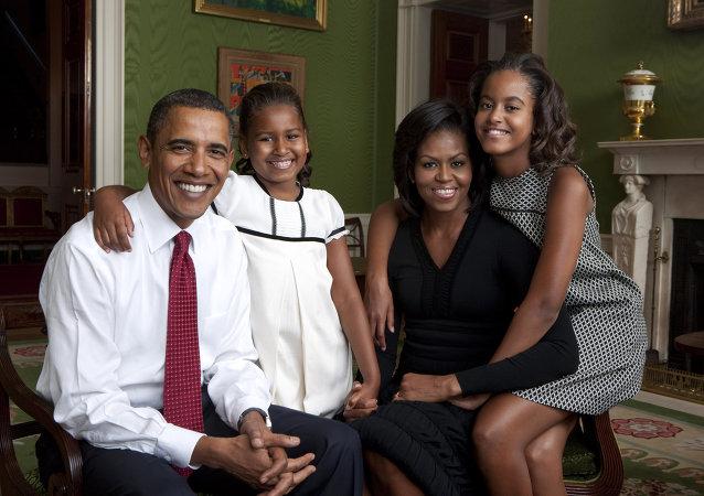El presidente de EEUU Barack Obama con su esposa Michelle y sus hijas
