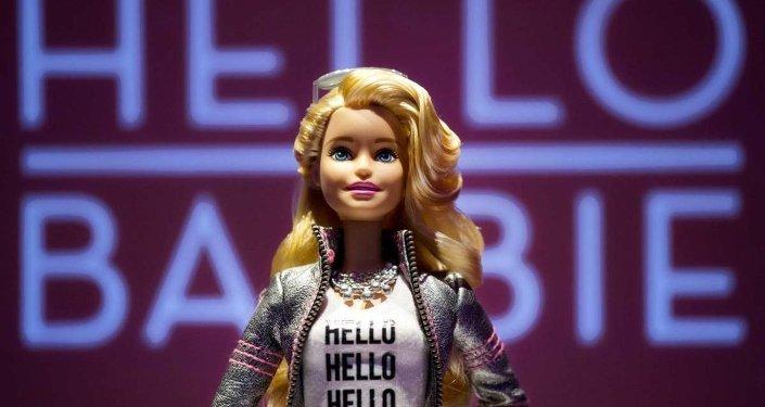 Lanzan en EEUU una campaña contra la Barbie que graba a los niños