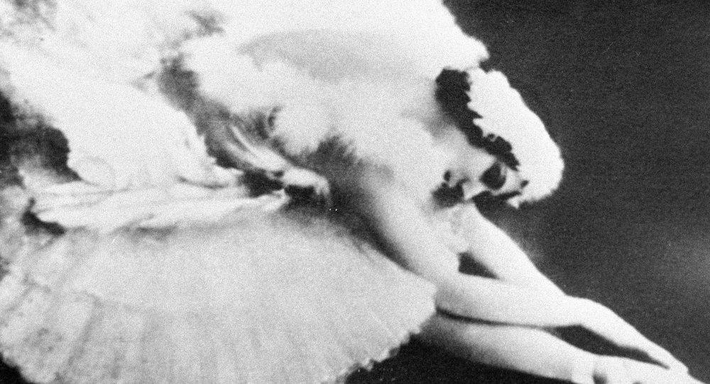 Anna Pávlova baila el papel del 'Cisne muriendo'