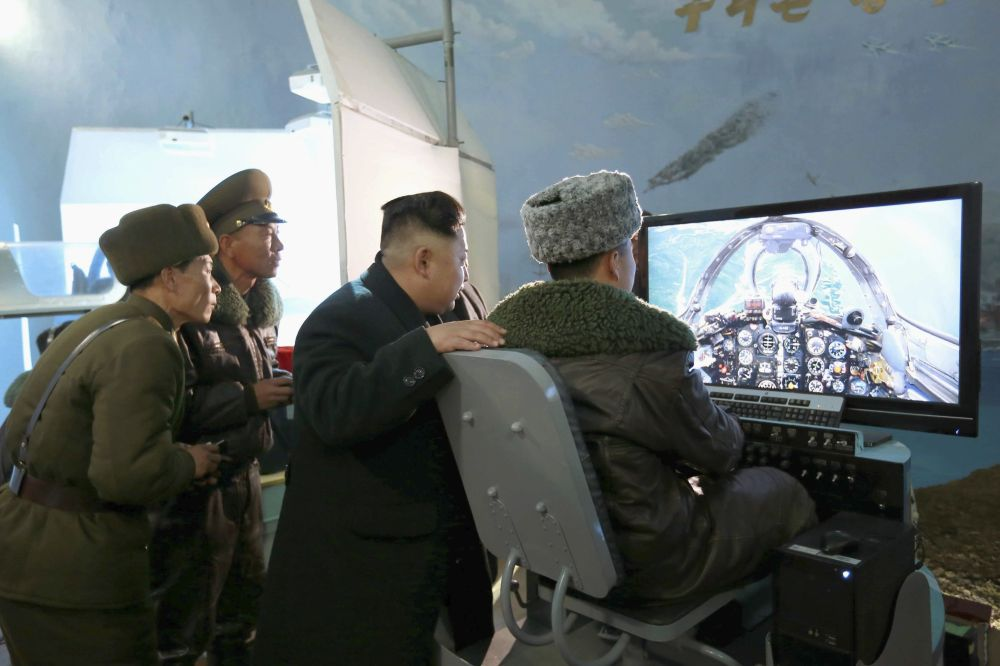 Kim Jong-un en una unidad de la Fuerza Aérea de Corea del Norte, el 9 de marzo de 2015