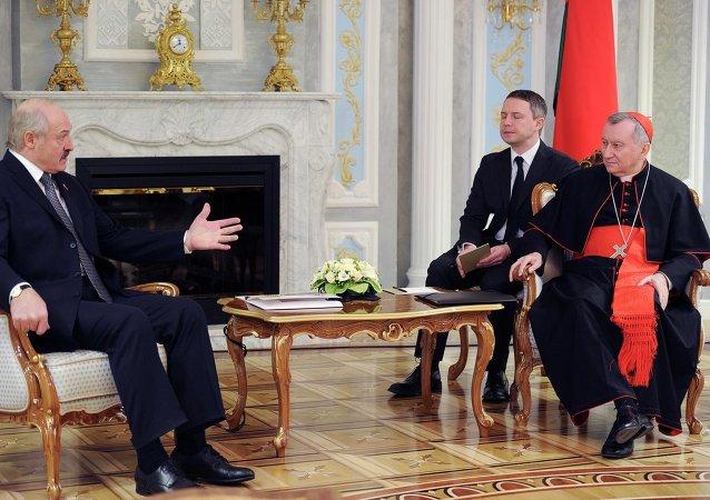 Alexandr Lukashenko, presidente de Bielorrusia, y Pietro Parolín, cardenal y secretario de Estado del Vaticano