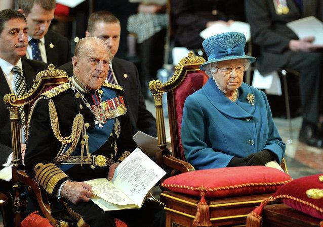 Isabel II con su esposo, Felipe de Edimburgo