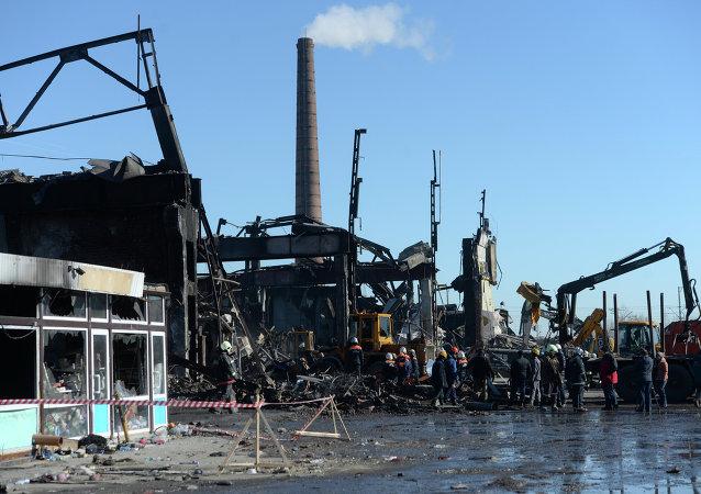 Lugar del incendio en el centro comercial de Kazán