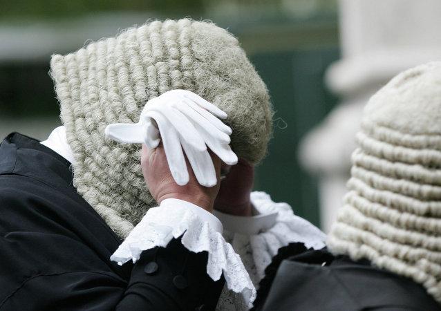 Jueces británicos, despedidos por ver pornografía en la oficina