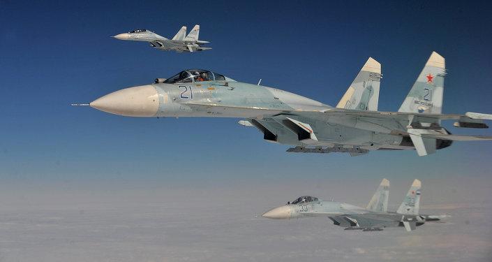Cazas rusos Su-27 durante las maniobras conjuntas con EEUU (archivo; 2013)