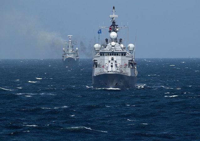 Buques de la Alianza Atlántica en el mar Negro maniobras