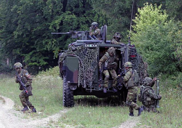 Soldados estonios participan en los ejercicios militares (Archivo)