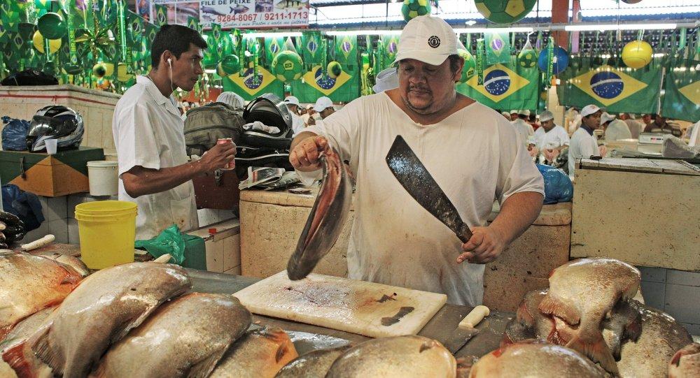 Comer pescado es tradición en la Semana Santa en América Latina