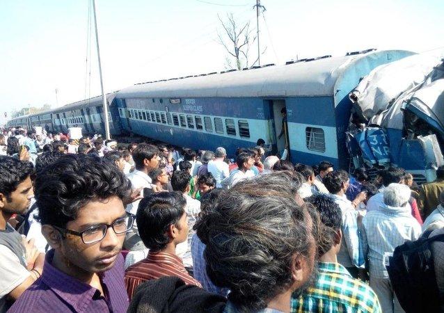 Descarrilamiento de tren deja al menos 6 muertos y decenas de heridos en India