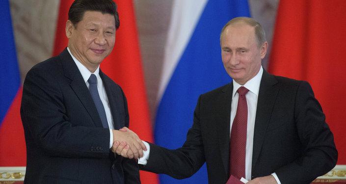 Presidente de la República Popular China, Xi Jinping y presidente de Rusia, Vladímir Putin (Archivo)